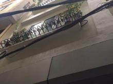 Mình cần bán nhà Đê La Thành-Đống Đa 40 m2, 6 tầng thang máy, giá 4.95 tỷ.LH 0917329175.
