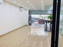 Chính chủ cho thuê văn phòng nằm ngay mặt đường tại Nguyễn Khánh Toàn, Cầu Giấy