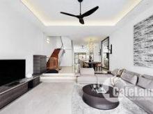 Chính chủ cần bán gấp nhà ngõ phố Nguyên Hồng, nhà đẹp 4 tầng 1 tum, DT 52,3m2, MT 4m, giá bán 9,5 tỷ có thương lượng.