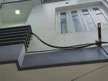 Bán gấp nhà số 10 ngõ 318 Đê la Thành, DT 56 m, 5 tầng, 2 mặt thoáng.